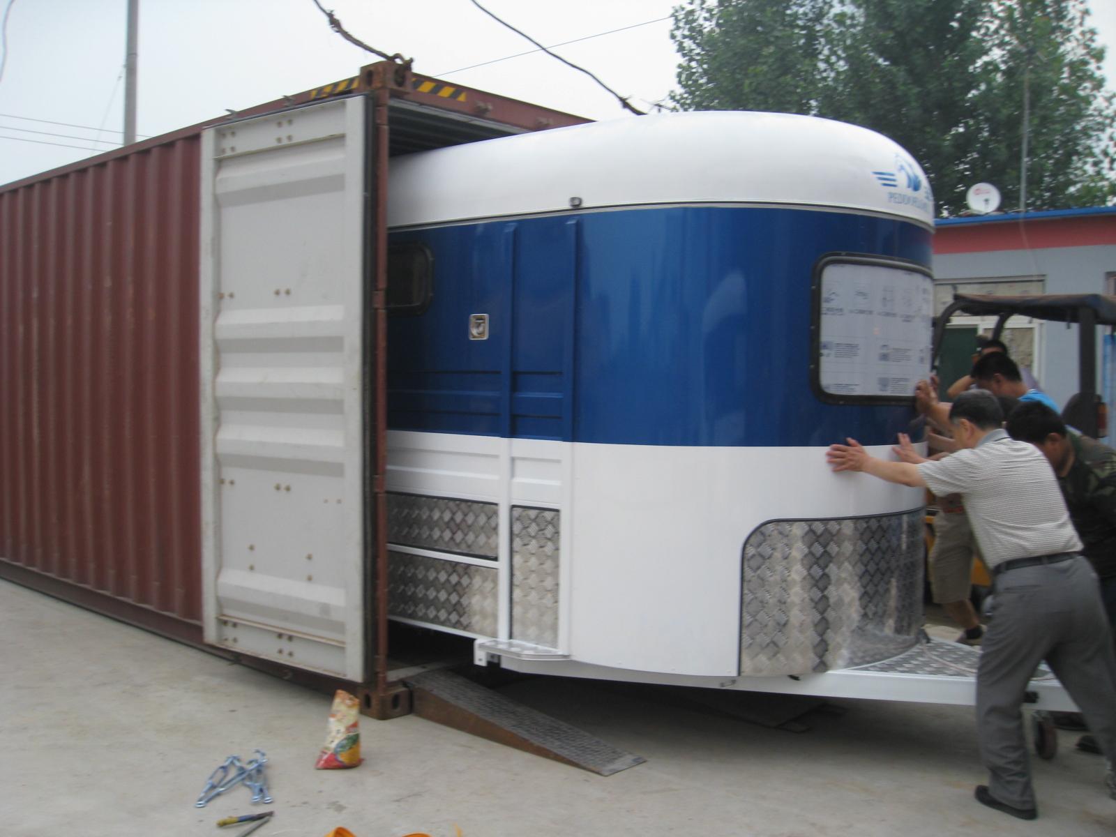 Две лошади трейлер коробка прямая загрузка
