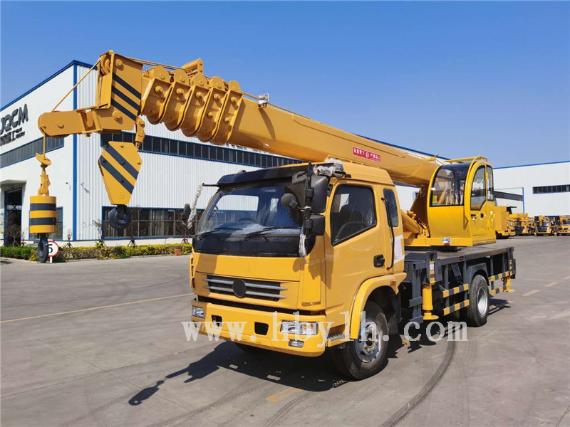 8 tons 31 meters telescopic boom truck mounted crane for sale