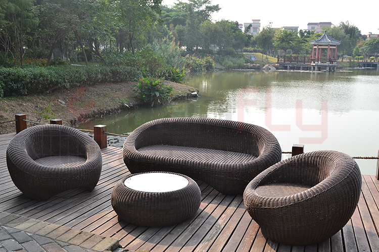 wicker garden sofa set-1.jpg