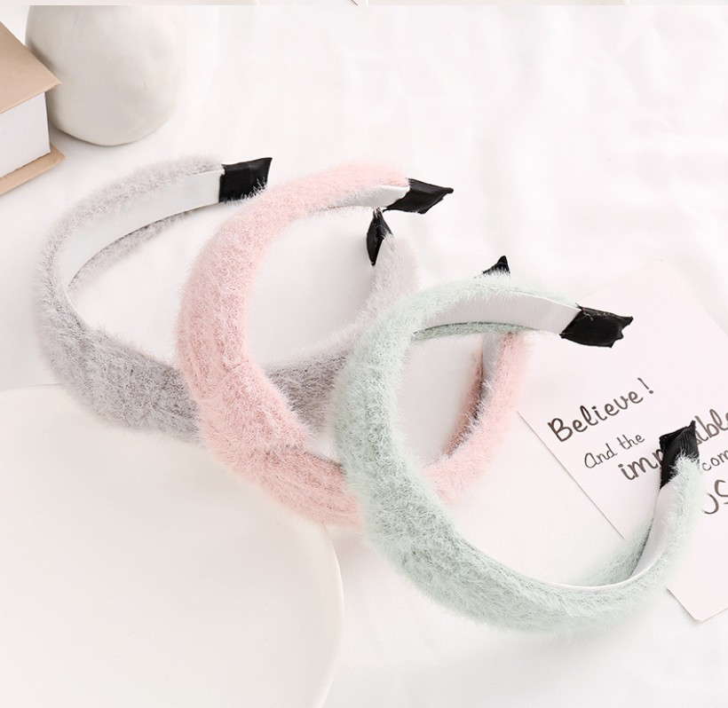 Factory wholesale 2020 thick kids baby fur <strong>headbands</strong> winter pink faux fur <strong>headband</strong> women