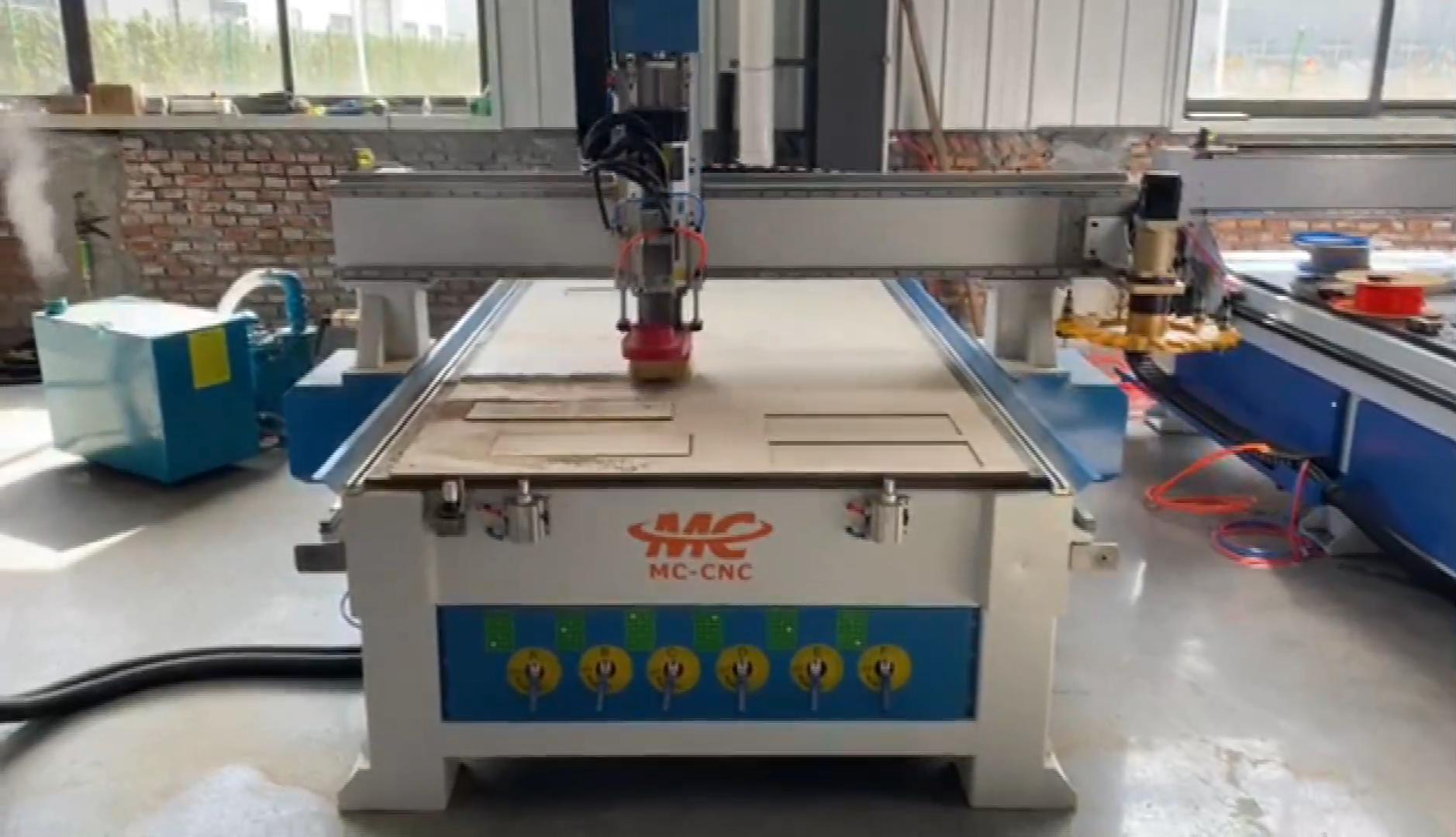 1325 ATC CNC Router Kayu/Automatic 3D Ukiran Kayu CNC Router/3D CNC Ukiran Mesin