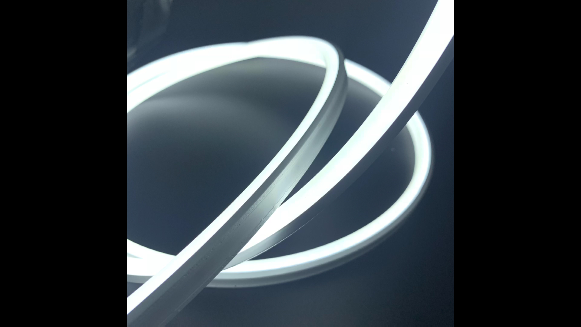 Özelleştirilmiş boyutu 10*10mm 12V düz yüzey su geçirmez IP65 Led Neon Flex şerit ışık kapalı dekorasyon için