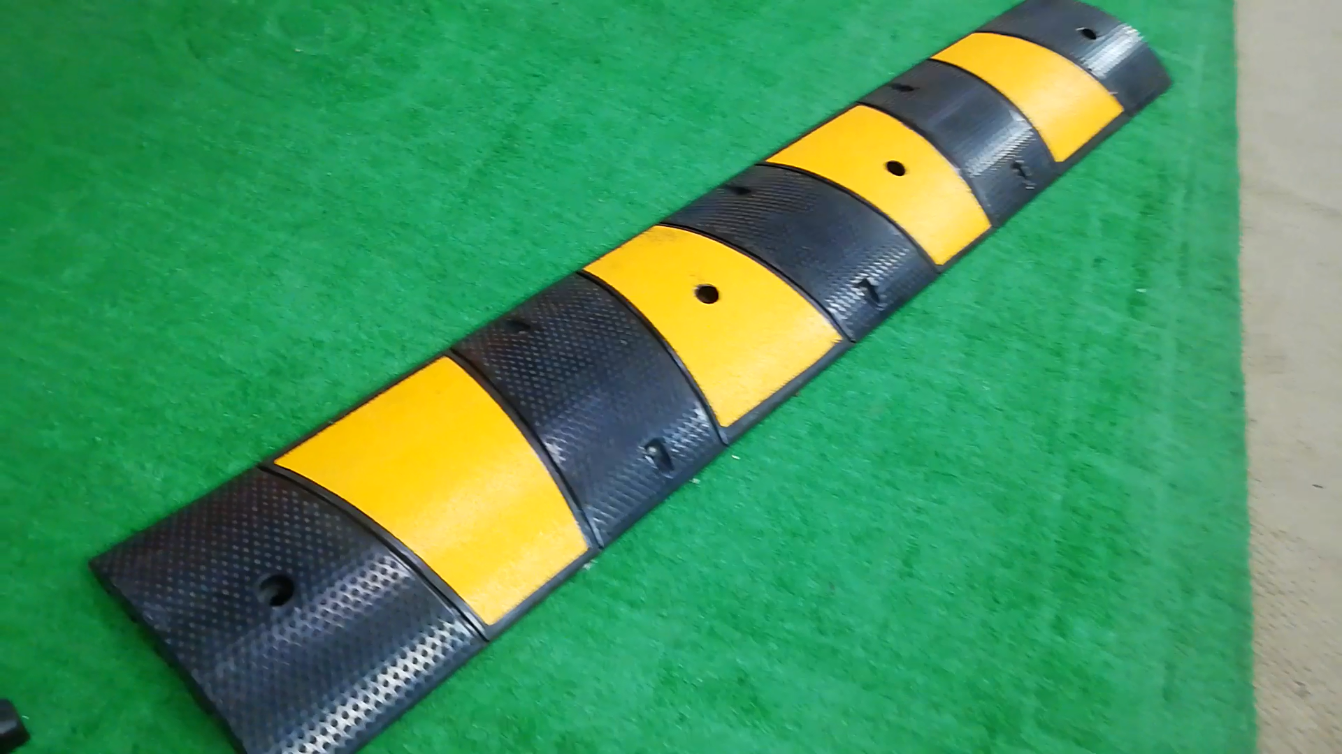 Sanmen Hongqiao 1830X300X60mm 6 רגל רעיוני גומי האטת דבשות מהירות
