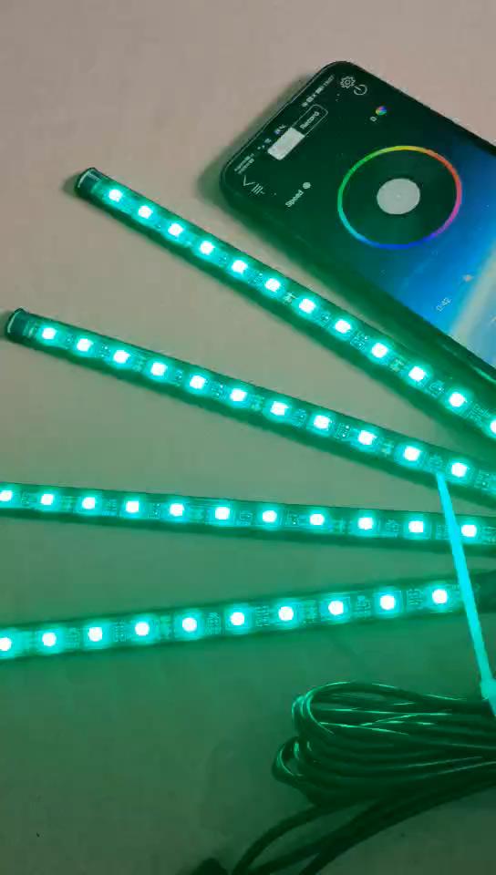 Vente chaude 4 pièces 18led voiture décoration intérieure led lumière intelligente USB port RVB lampe d'ambiance 5050 puce avec musique contrôle