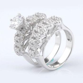 bague en argent avec diamant