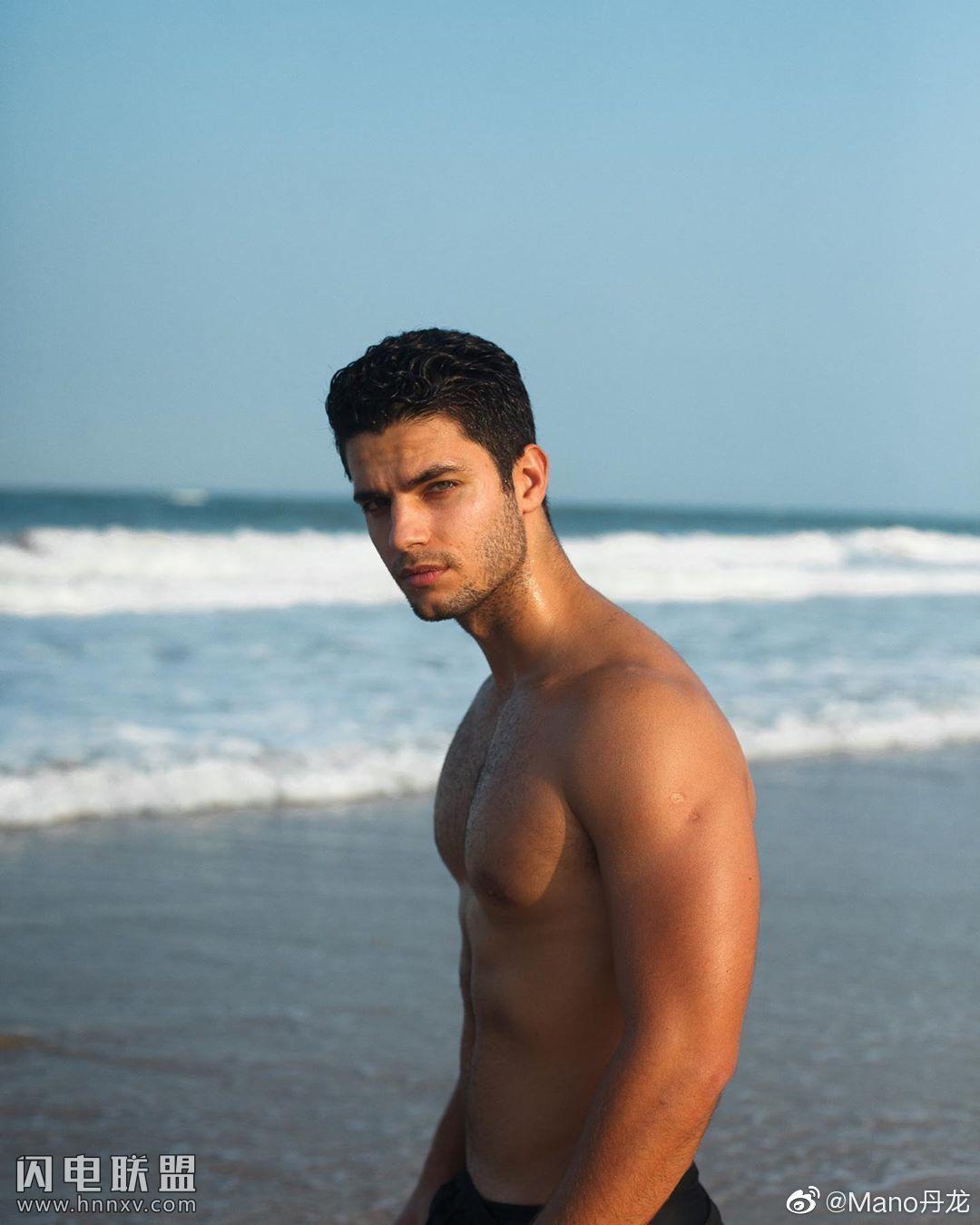 欧美肌肉男模帅哥海边性感文艺内裤写真第7张