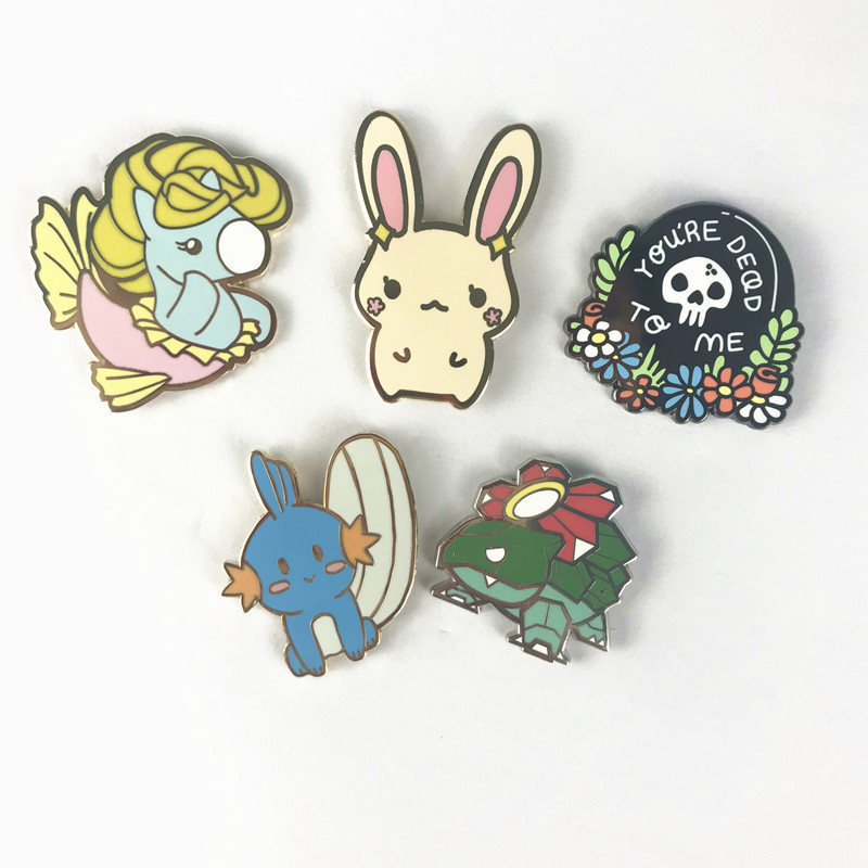 NO Minimum 2020 Factory Direct Custom Fashion Hard Enamel Lapel Pins Golden Plating Enamel Pins Badge Custom Enamel Pin