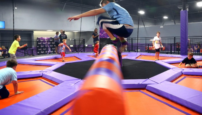 Crazy sport game wipeout trampoline inflatable sweeper