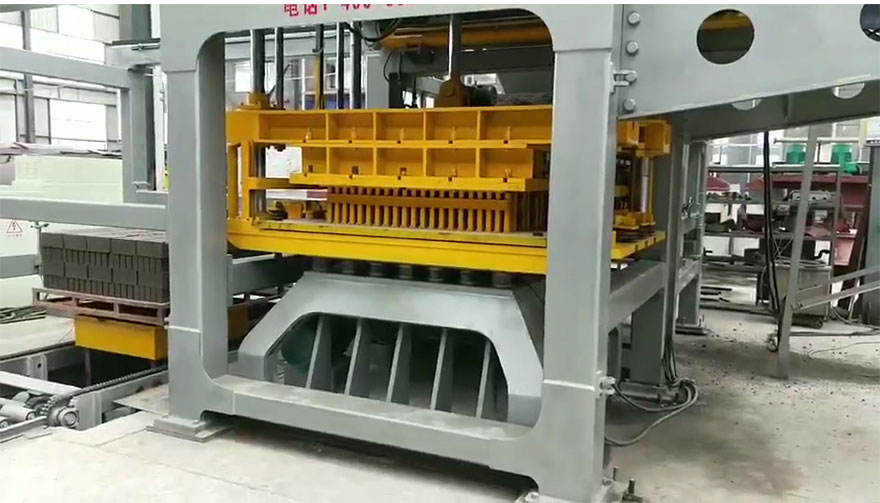 QT18-25 pallets free fully automatic block brick making machine