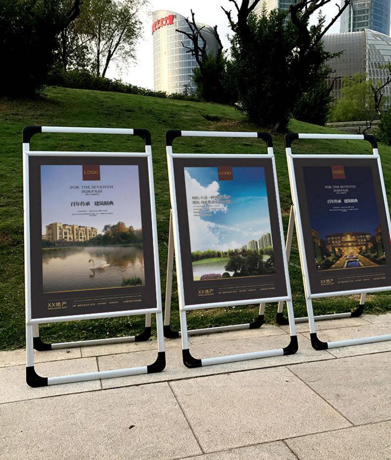 Рекламный стенд уличный фото