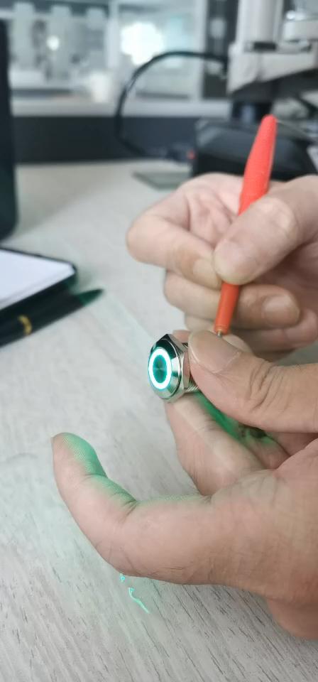 नई प्रकार IP67 निविड़ अंधकार स्टेनलेस स्टील 16mm 24 वोल्ट अंगूठी एलईडी पुश बटन स्विच