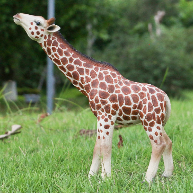 Lifelike farm animal decor resin giraffe statue, custom design animal figurine fiberglass giraffe statue for sale@