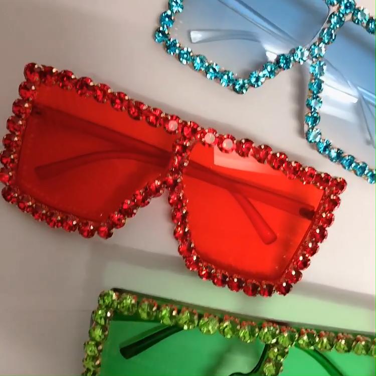 Grand Cadre Lunettes De Soleil Femmes En Plastique De Luxe Surdimensionné Mode Nouvelle Nuances Lunettes De Soleil