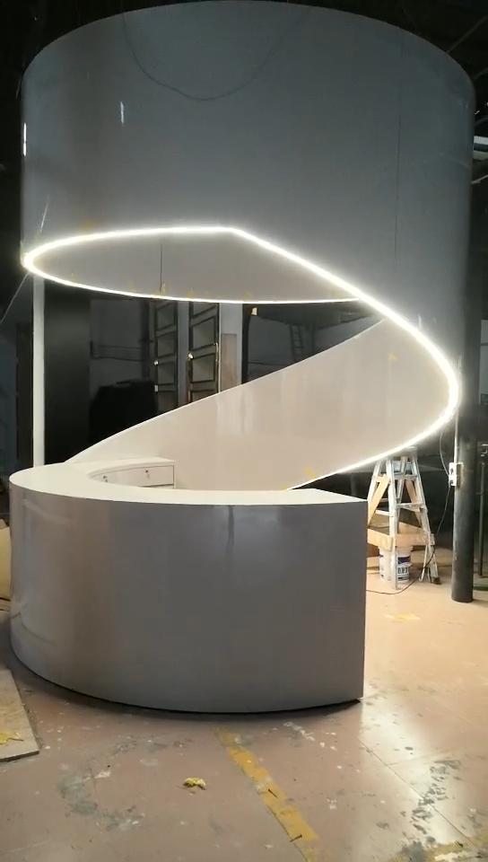 कस्टम मेड heterogenic आकार सामने डेस्क उच्च चमक सफेद इत्र की दुकान होटल इस्तेमाल किया रिसेप्शन डेस्क कार्यालय के लिए