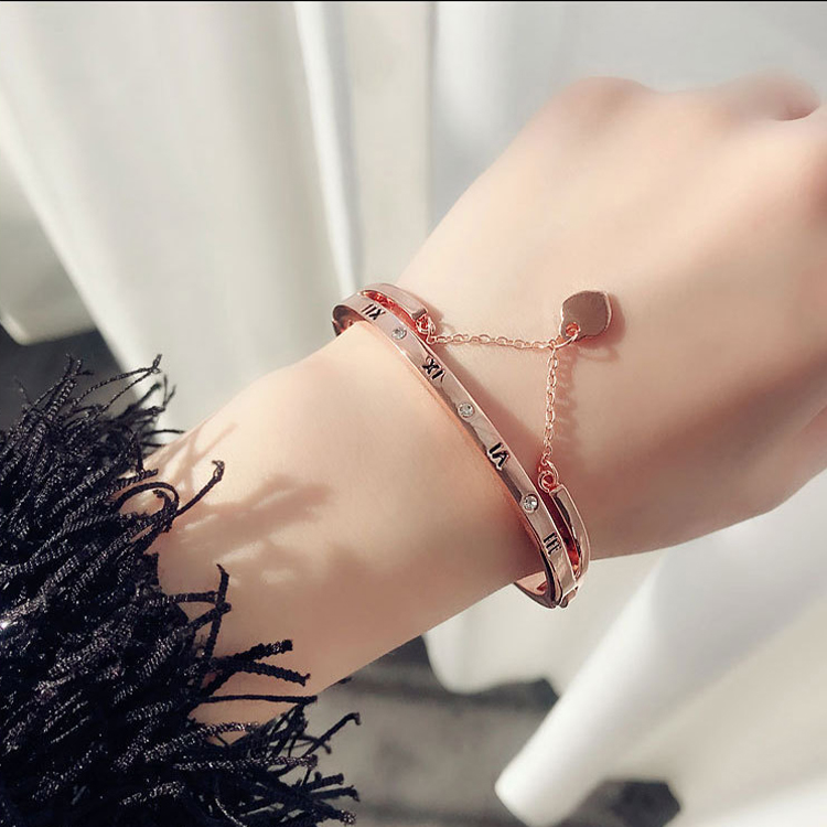SAF European and American vintage Roman numeral love tassel heart pendant fashionable lady crystal bracelet
