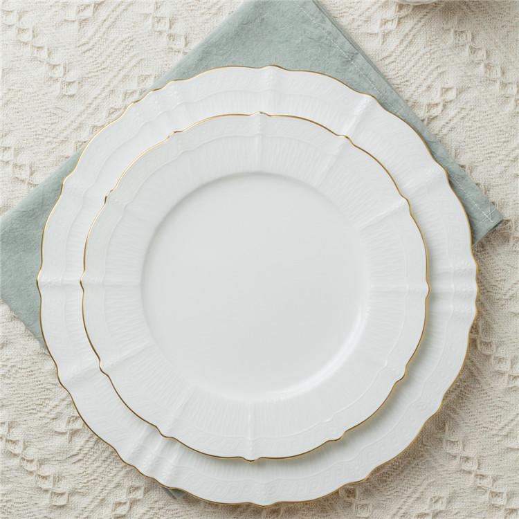 Engels Koninklijke Elegantie Witte Kleur Bone China Porselein Diner Set Met Goud Omrande