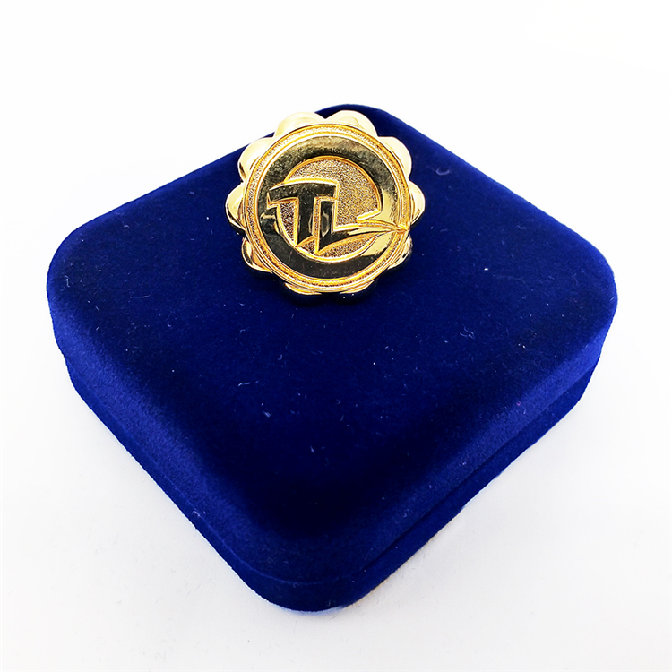 Bloemvorm custom logo goud revers pin badges