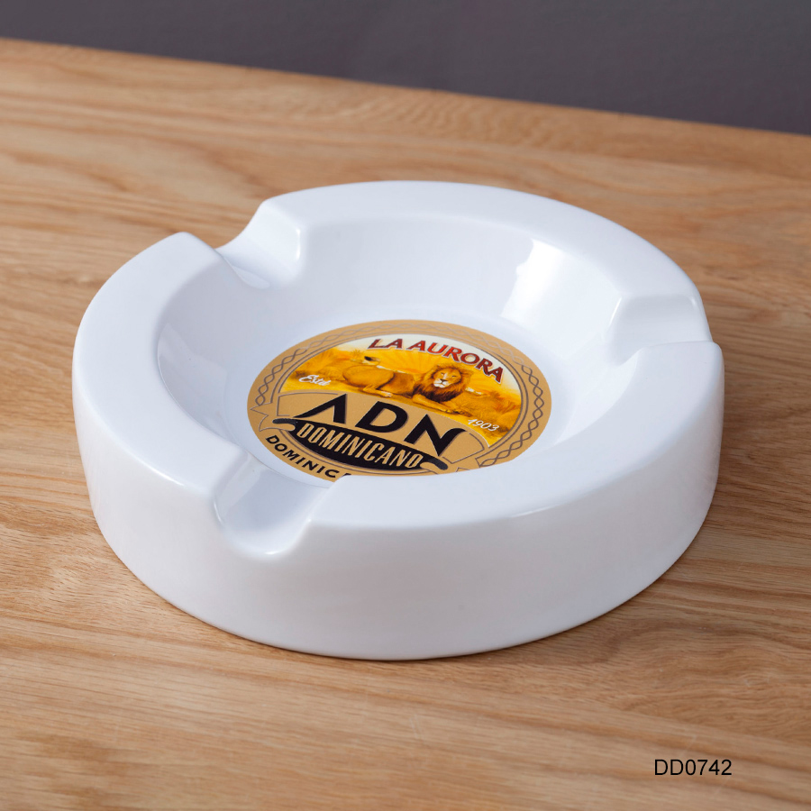 Personalized Custom Design White Round Cigar Ashtray Ceramic Ashtray for Cigarette