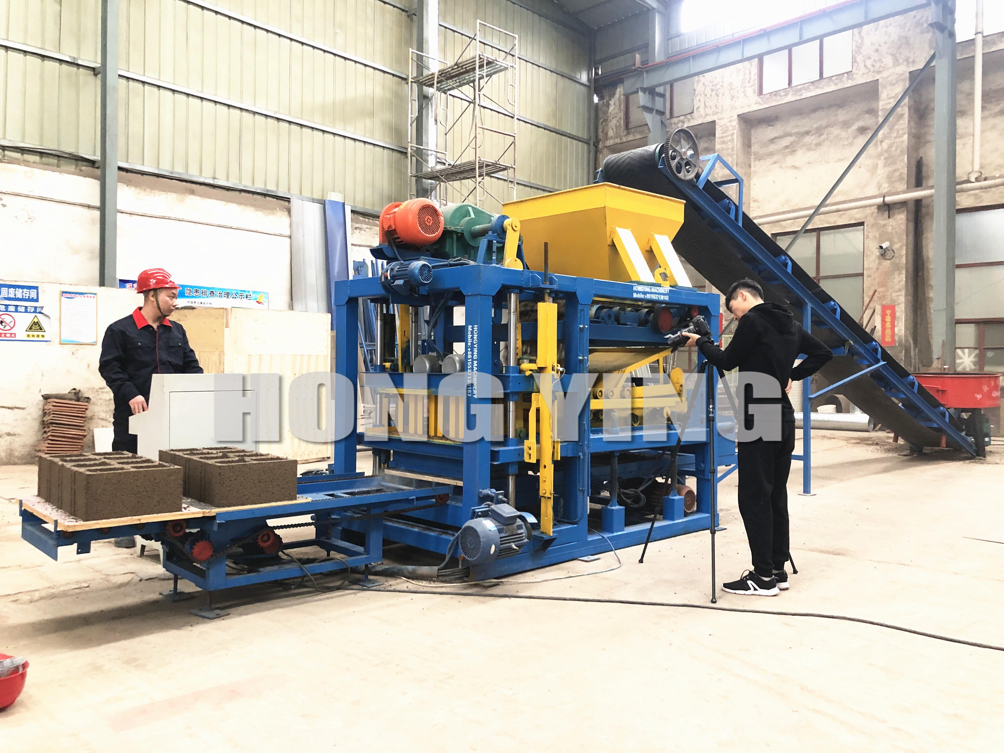 ماكينة تصنيع الطوب الأوتوماتيكية بالكامل عالية الضغط من QT4-20 للبناء
