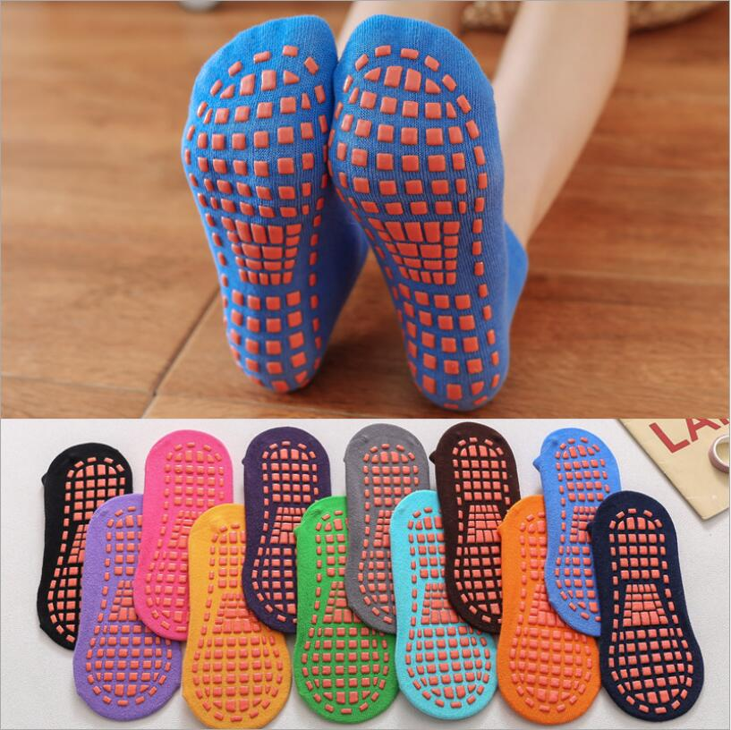 Wholesale soft yoga socks Pvc rubber Trampoline socks points Foot massage for Gym Fitness