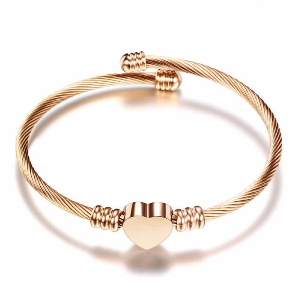 Les plus Populaires Bijoux En Acier Inoxydable Trois Couleurs En Forme De Coeur Charme Bracelet Câble Fil Bracelet pour Les Femmes