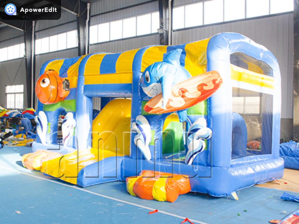 Cina produttore fornitura diretta di materiale PVC di acqua parco cabina doppia corsie diapositive castello gonfiabile scivolo con piscina