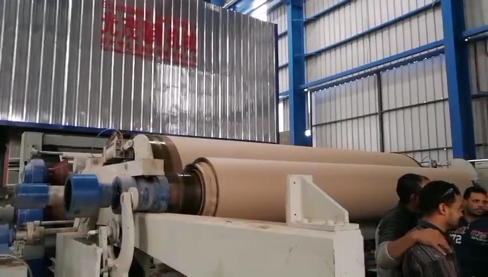 Plus populaire 1575mm déchets carton boîte papier machine de recyclage pour la fabrication de papier kraft et carton