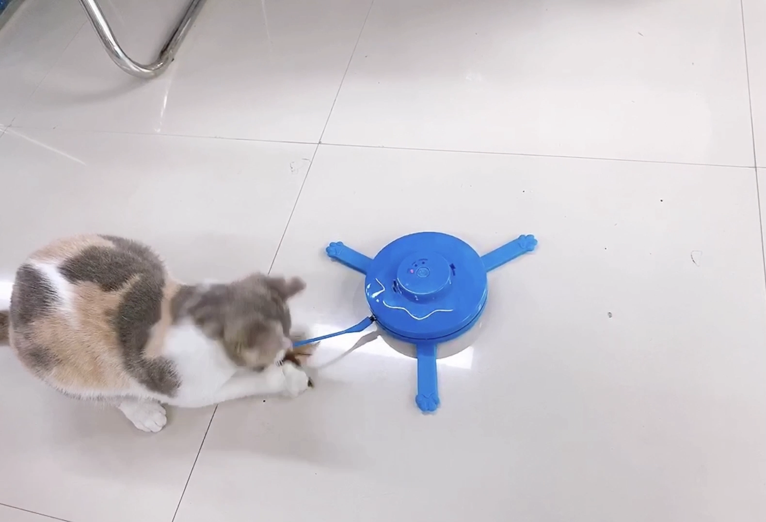 Interactive Undercover Electronic Fabric Moving Stick Teaser Cat Toy