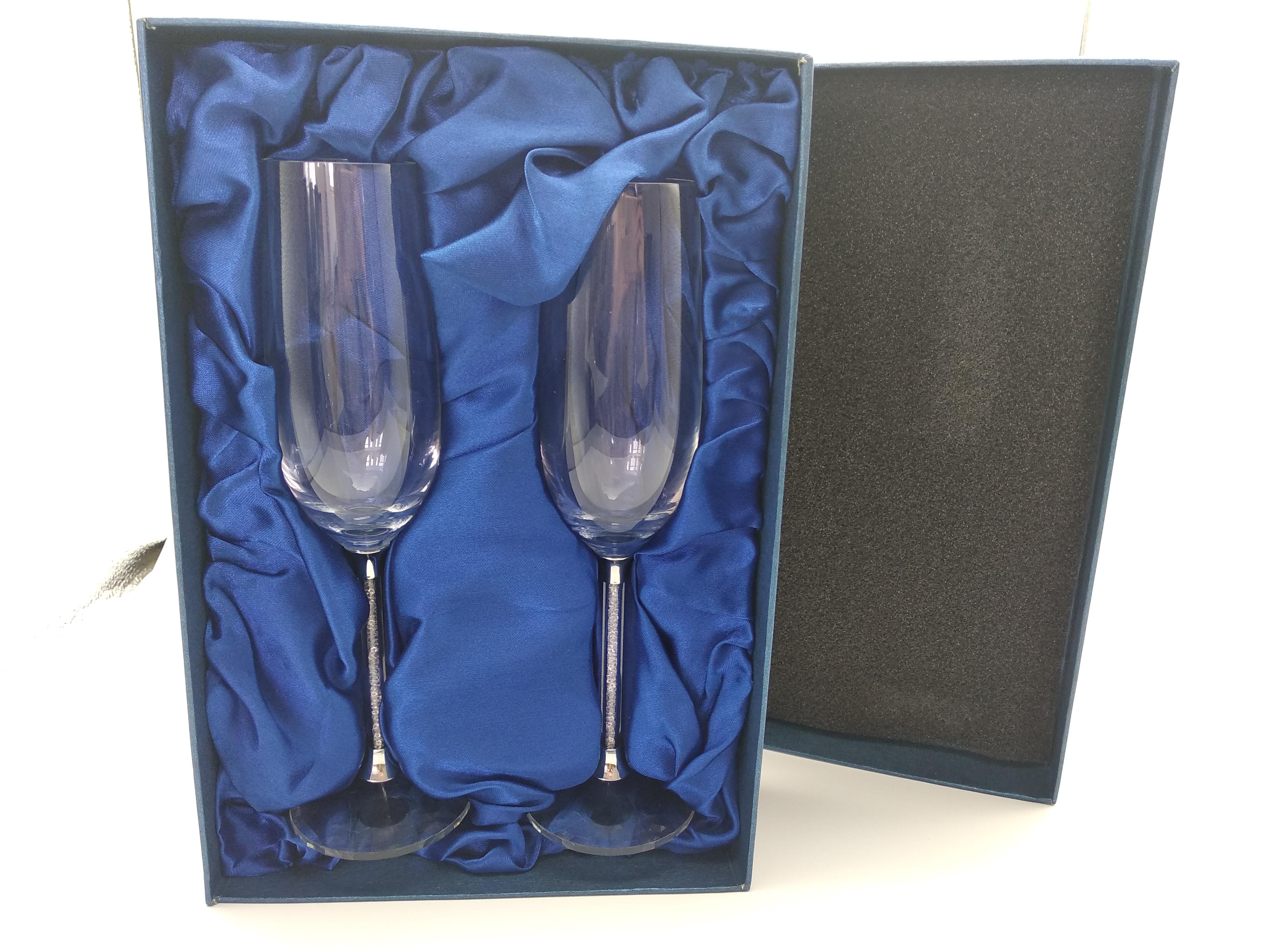 С украшением в виде кристаллов алмаза бокал шампанского очки, превосходный набор в подарочной коробке, изготовленным на заказ логосом Шампанский флейт