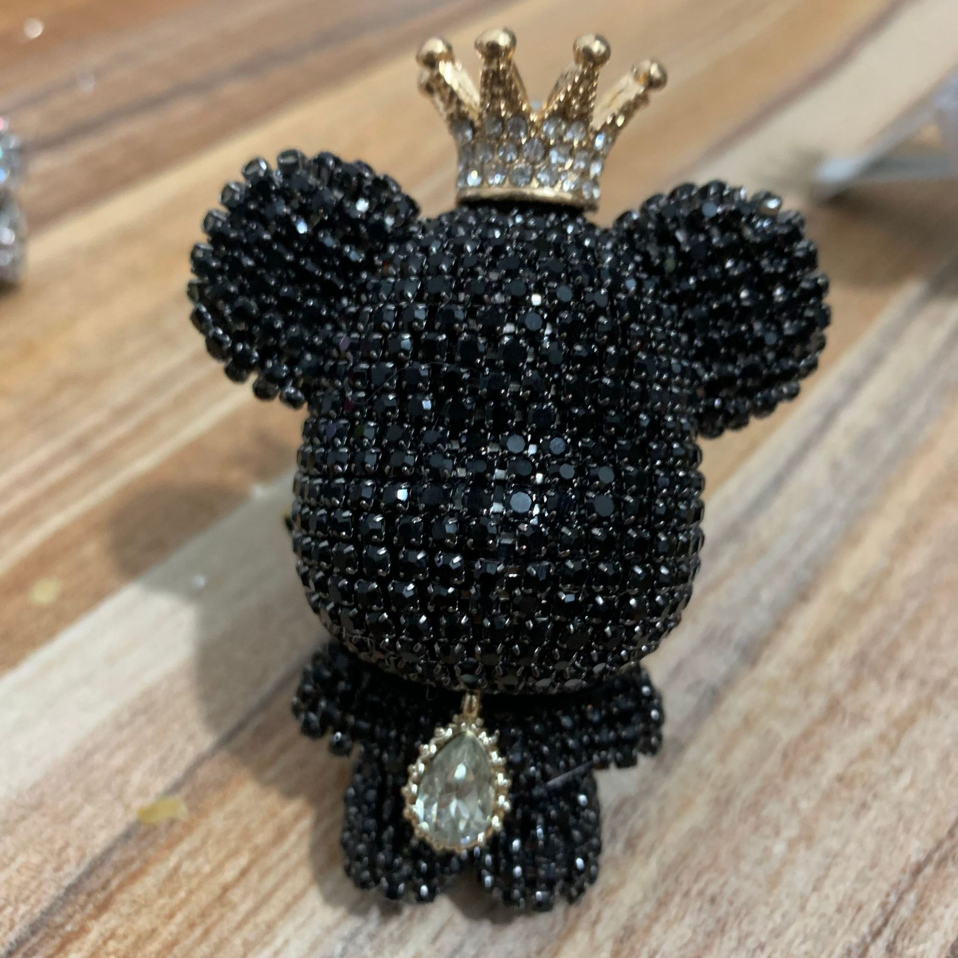 Creative crown diamond cute bear car violence bear fragrance perfume clip rhinestone air outlet aroma car decoration air fresher