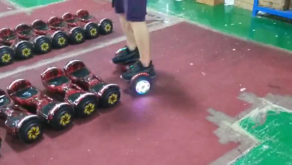 2020 scooter électrique de panneau de vol stationnaire 6.5 pouces bonne qualité pas cher