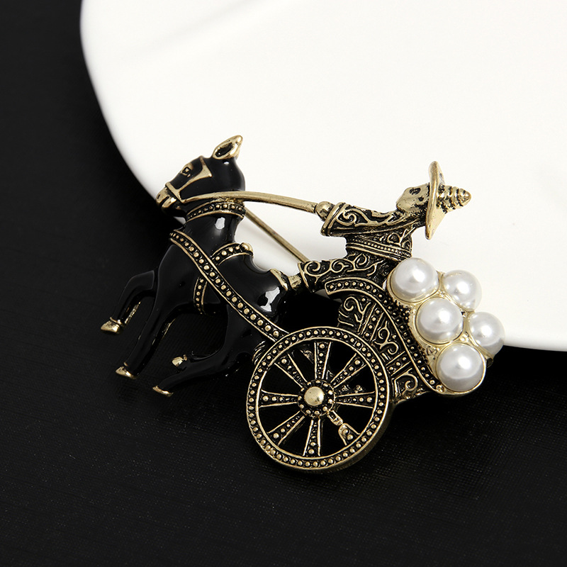 Factory Wholesale Vintage Bronze Color  Carriage Pearl Animal Brooch Pins for Man