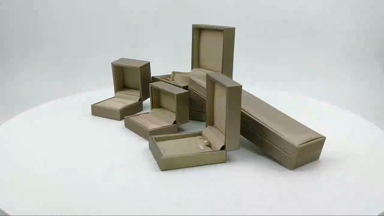 पेशेवर कस्टम छोटे विभिन्न सामग्री उपहार पैकेजिंग बॉक्स लक्जरी रंग गहने अंगूठी बक्से 7.6x7x6.4cm