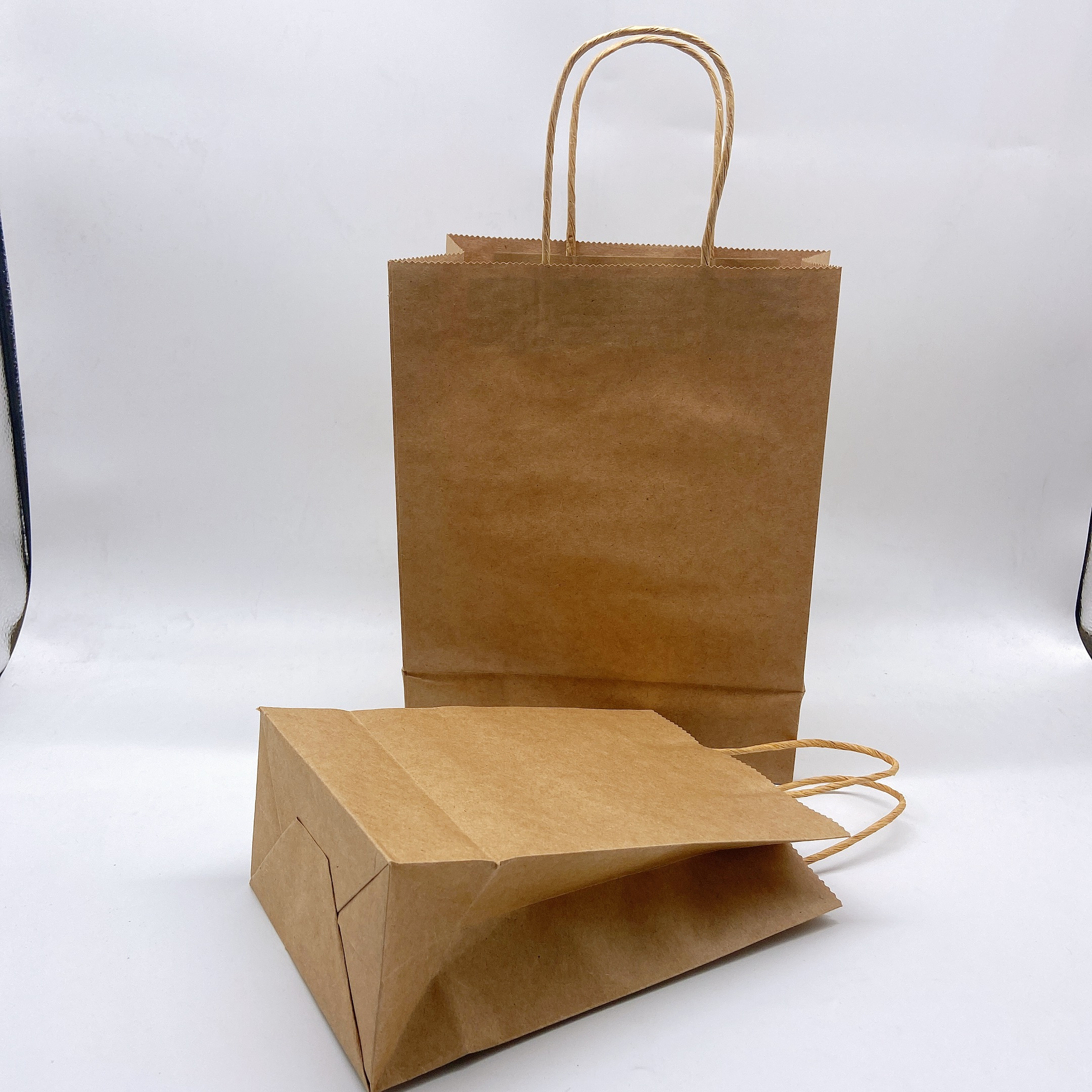 Custom Black Paper Gift Bags Retail Bags Low Quantities Party Bags Wedding Gift Bags Merchandise Bag Sturdy Bag with Handles
