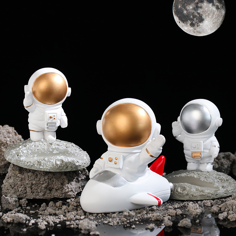 Resin Crafts Mini Astronaut Doll Space Astronaut Model Decoration Home Office Desktop Decor Astronaut Sculpture for Children'