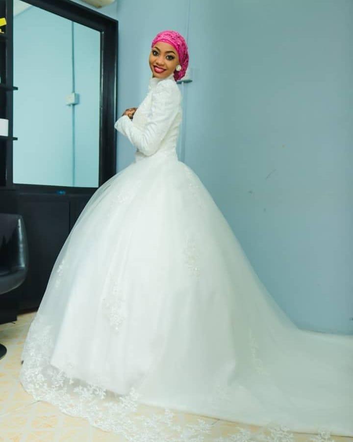 Hijab voile à manches longues robe de mariée Satin arabe ajustement ample fiançailles robe de mariée pour femme musulmane