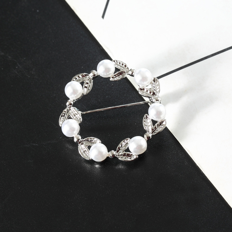 Fashion exquisite pearl flower jewelry Europe and the United States hot dance brooch EASY through the manufacturers