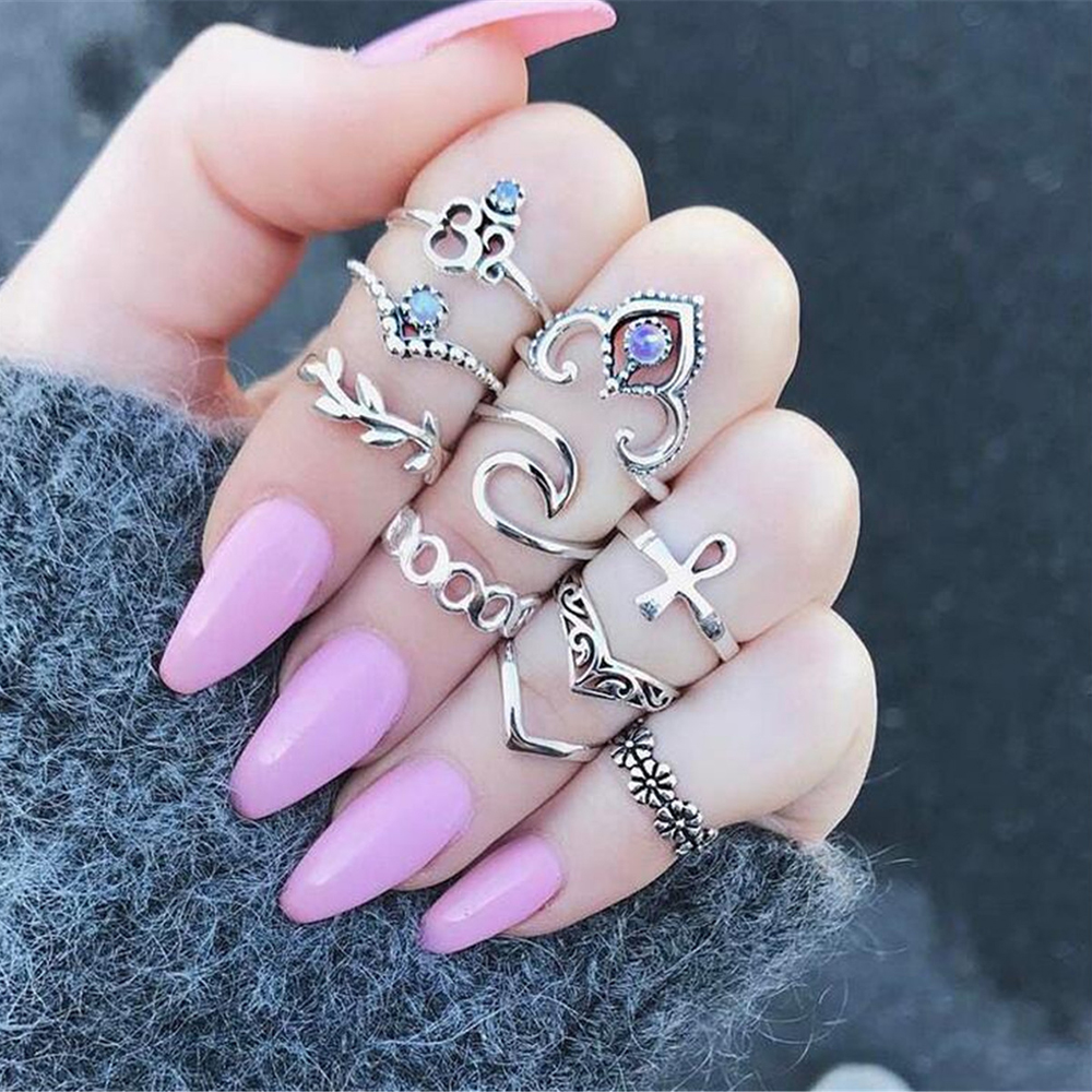 European and American explosions jewelry Creative crystal hollow carved V-shaped flower ring set retro cross-border accessories