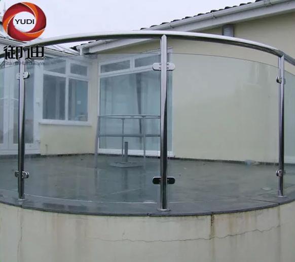 sistem pagar kaca melengkung