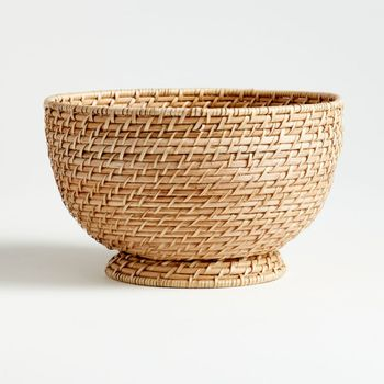 Wholesale New style handicraft natural rattan Round basket light brown for homeliving fruit baskets made in Vietnam