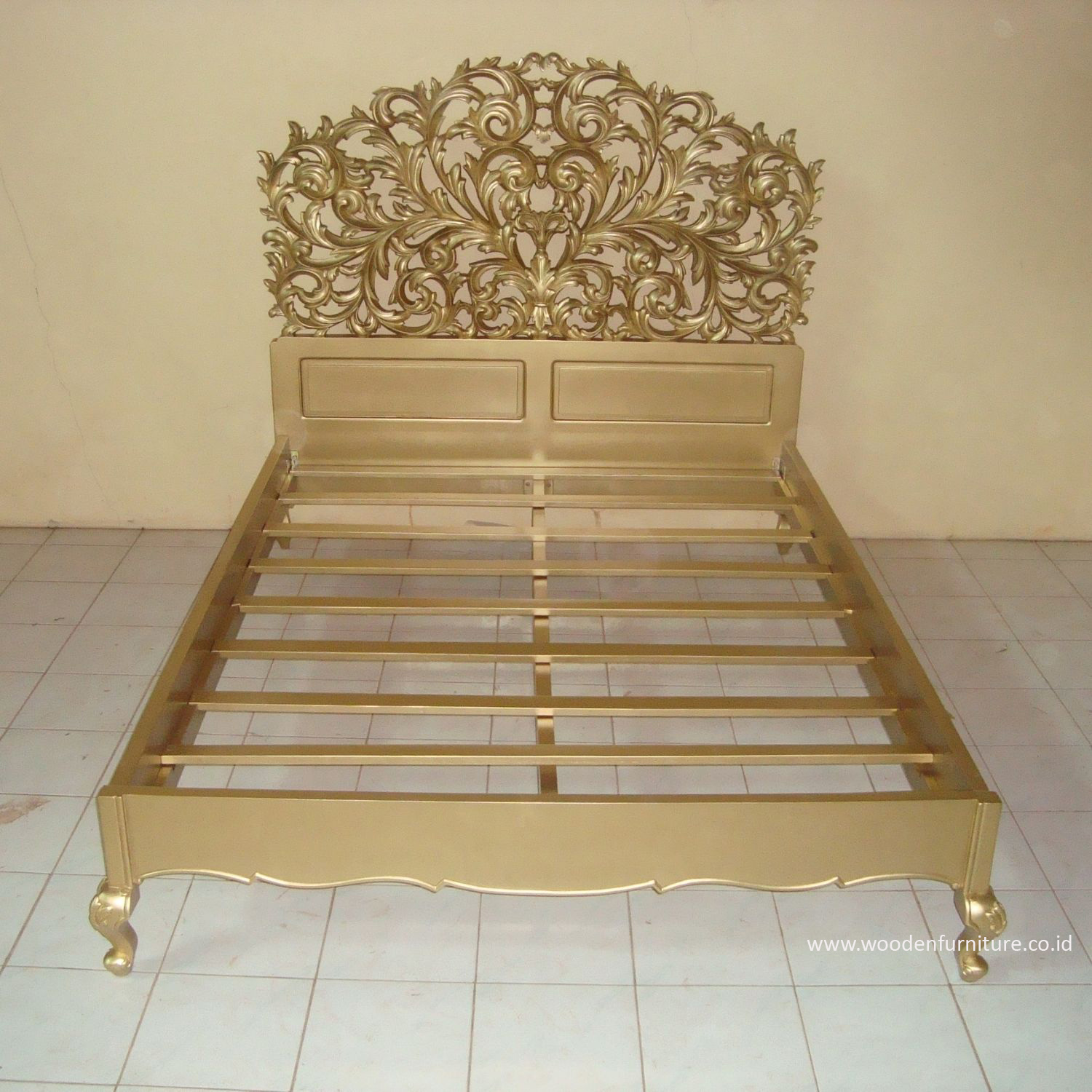 Golden Bed Antique Reproduction Bed French Style Wooden Bed Mahogany Painted Bedroom Furniture European Style Home Furniture Buy French Provincial Painted Furniture Cheap European Style Home Furniture European Bedroom Furniture Product On Alibaba Com