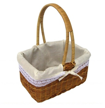 Camping willow basket with fabric inside