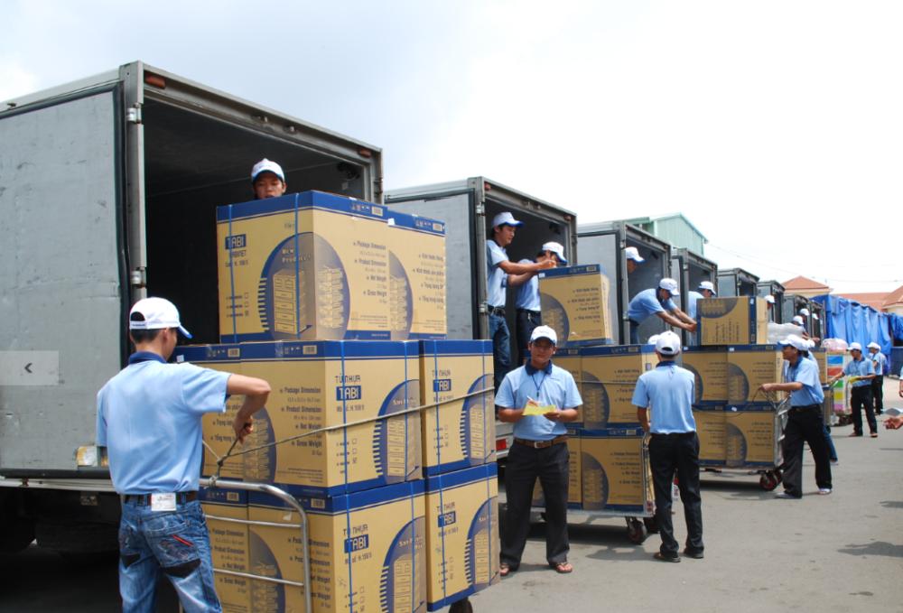 28mm 10g - 48gHigh quality PET preform for mineral bottles from DUYTAN plastic Vietnam