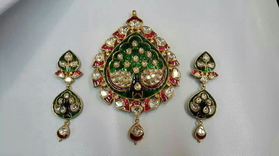 22k gold kundan pendant set buy emerald necklace designs22k gold 22k gold kundan pendant set aloadofball Images