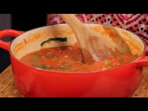 How to Make Tomato Sauce From Fresh Tomatoes : Italian Cuisine