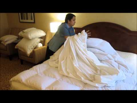 Vancouver Airport Marriott - How to Make the Perfect Bed