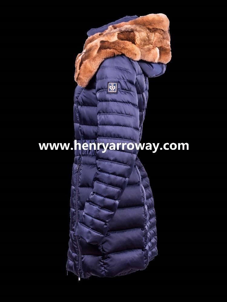 Abrigos con pelo natural en la capucha