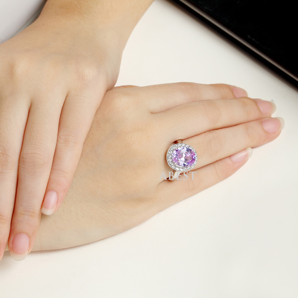 Oval-Cut Lab-Created A Charming Amethyst Vintage-Style Ring in Sterling 925 Silver