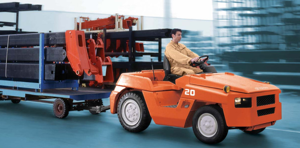Jumbo Tractor Tow : Towing tractor td airport baggage