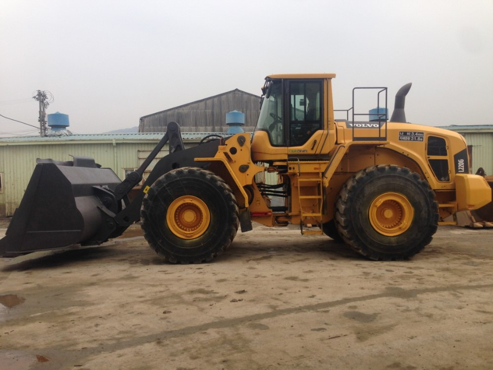l loader equipment in construction volvo product earthmoving wheel conexpo